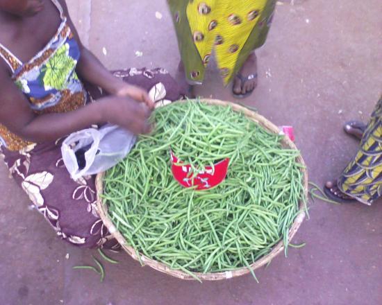 Bobo Dioulasso:haricot vert à 150fcfa (environ 0.23 Euro) qui dit mieu