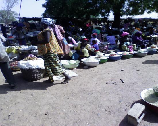 Afluence: marché de Komsilga